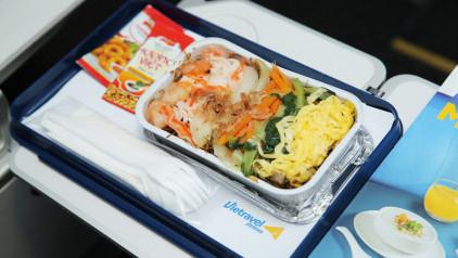 [Cập nhật] Đồ ăn trên máy bay Vietravel Airlines: menu và giá cả