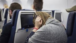 Bí quyết chữa ù tai khi đi máy bay hiệu quả trong 2 phút