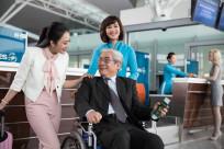 Có được mang xe lăn lên máy bay không? Cần chú ý điều gì?