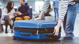 Hành lý đi máy bay bị thừa cân phải làm sao?
