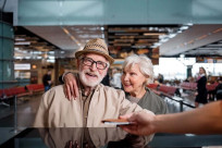 Người cao tuổi đi máy bay cần chú ý điều gì?