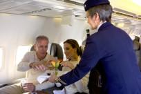 Người già đi máy bay một mình