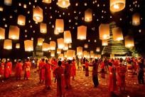 Rực rỡ đèn hoa tại lễ hội Loy Krathong, Thái Lan