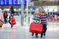 Trẻ em, em bé đi máy bay cần chú ý điều gì?