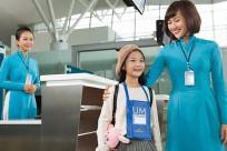 Trẻ em, em bé không đi máy bay cùng ba mẹ cần chú ý điều gì?