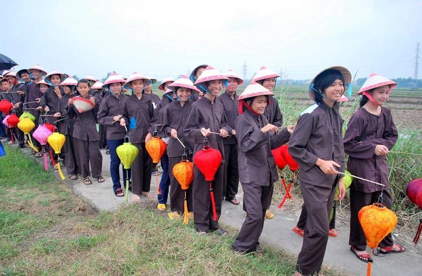 Trẻ chăn trâu tham gia lễ hội rước mục đồng