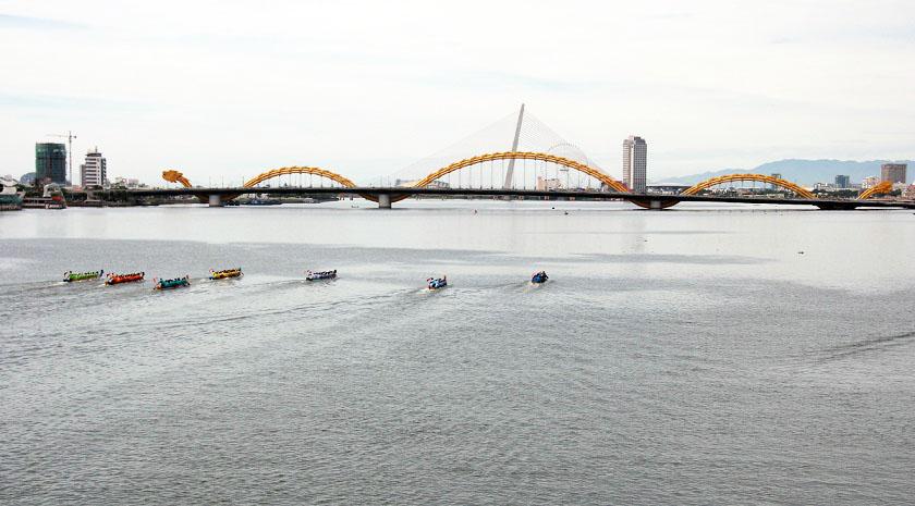 Lễ hội đua thuyền trên sông Hàn