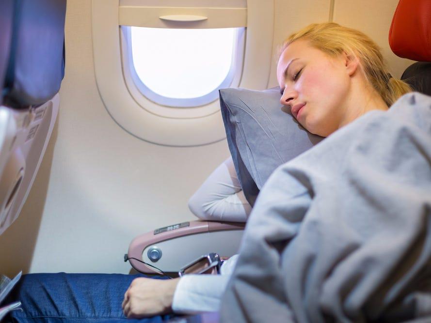 Không nên sử dụng chăn gối của máy bay trong giai đoạn này