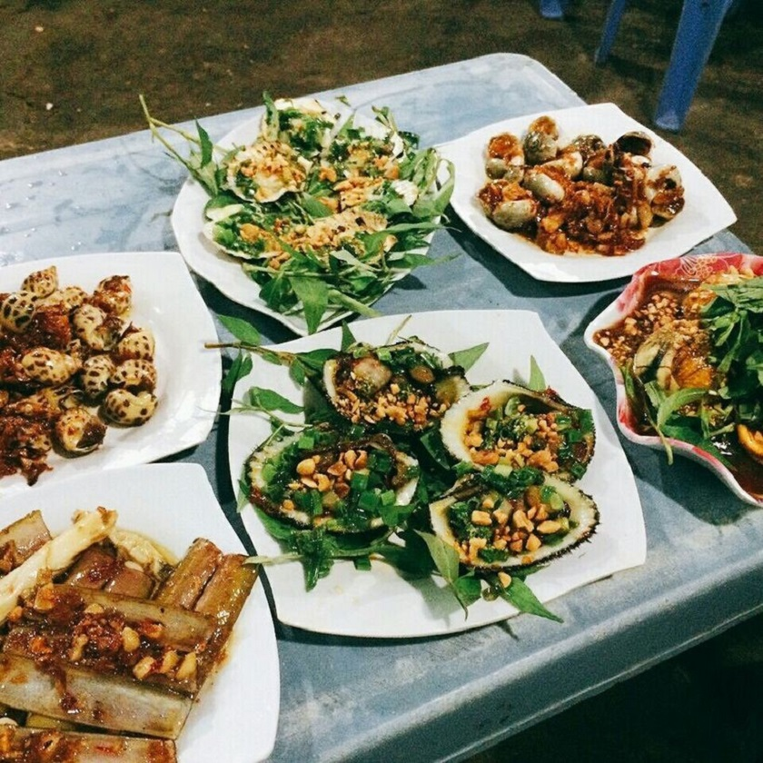 Ốc Bin là quán ăn vặt Bình Tân nổi tiếng