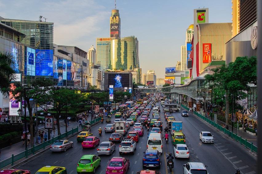 Đường phố Thái Lan luôn đông đúc, tuy nhiên an ninh trật tự luôn được đảm bảo.