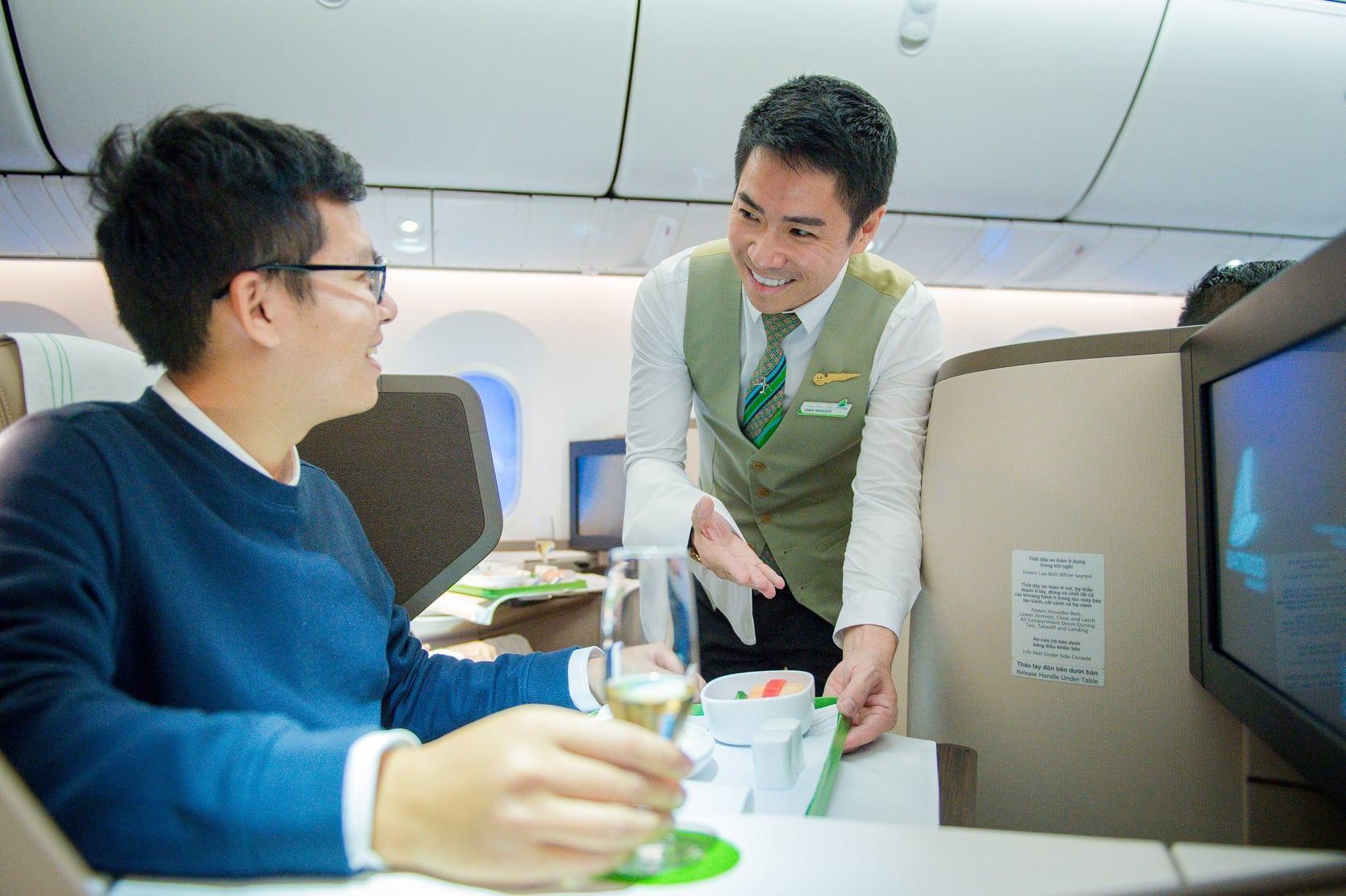 Những vị khách đầu tiên tận hưởng chất lượng dịch vụ của Boeing 787-9 Dreamliner