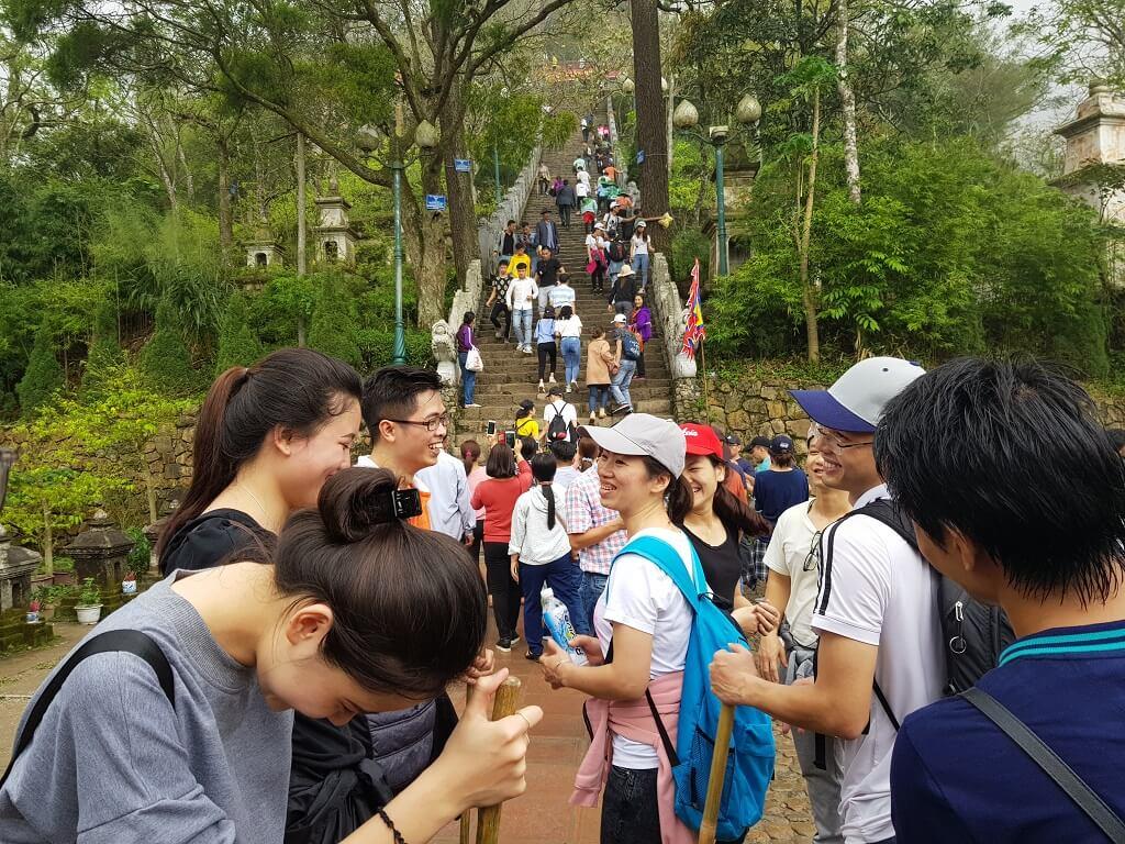 Cùng nhau leo núi, chinh phục đỉnh thiêng Yên Tử