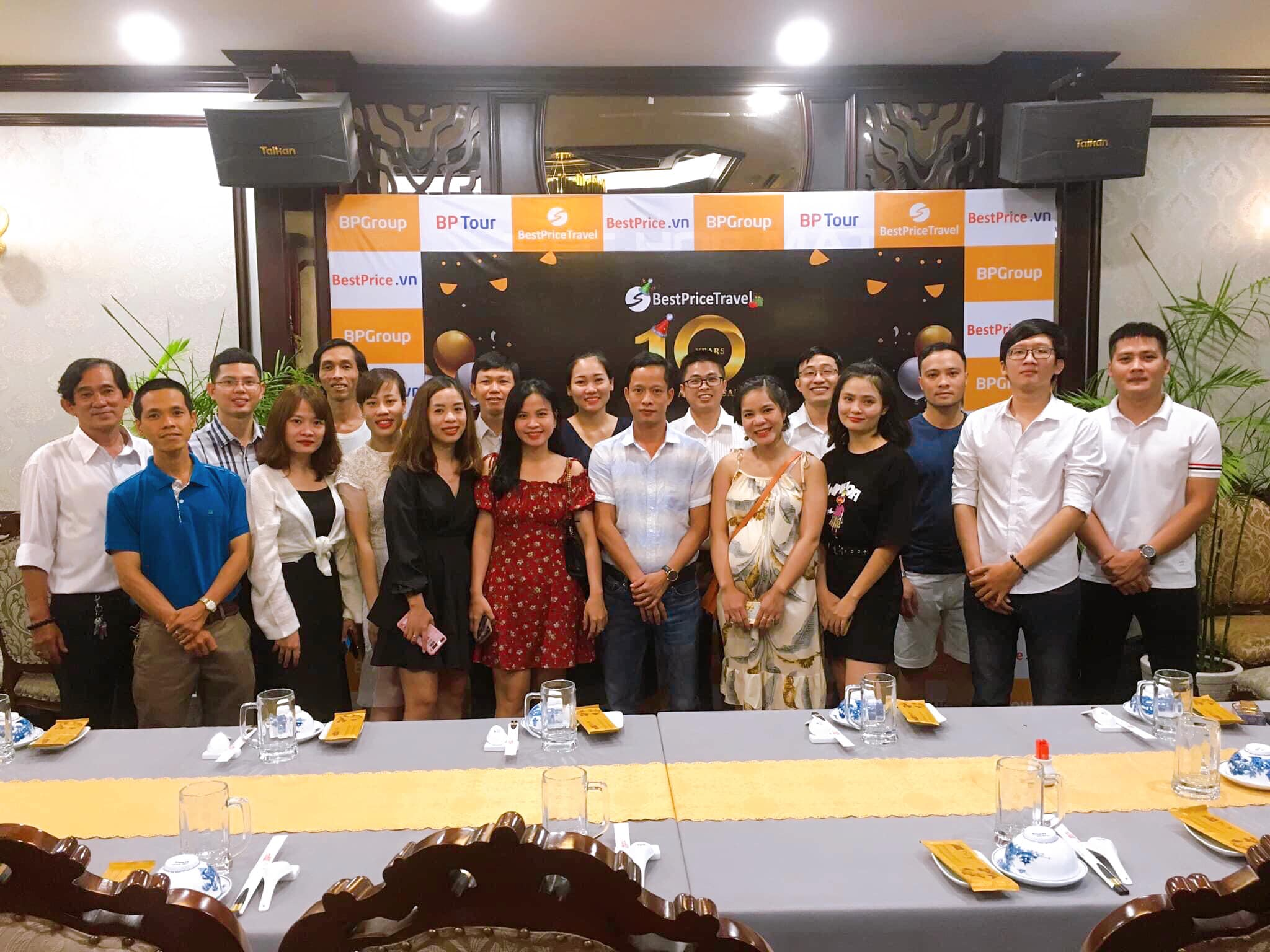 Tập thể nhân viên công ty du lịch BestPrice văn phòng Hồ Chí Minh