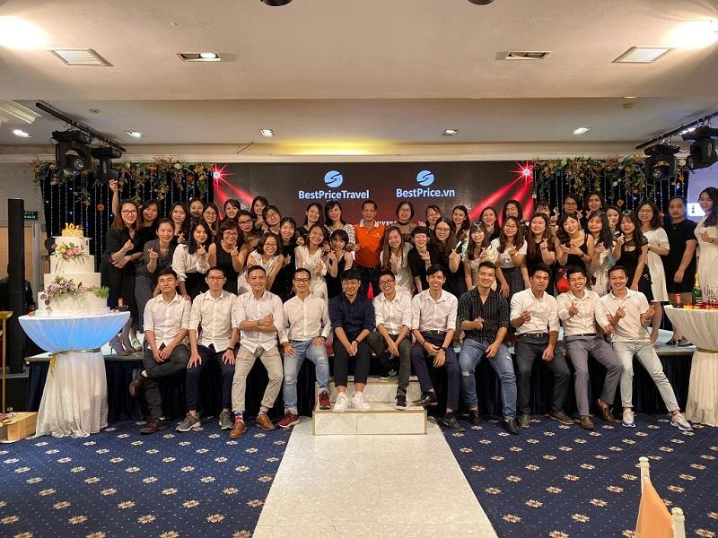Tập thể nhân viên công ty du lịch BestPrice văn phòng Hà Nội