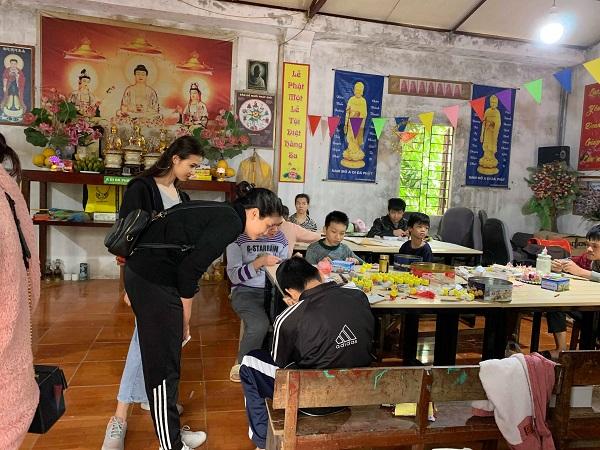 Nơi sinh hoạt chung của trẻ trong trung tâm dạy nghề từ thiện