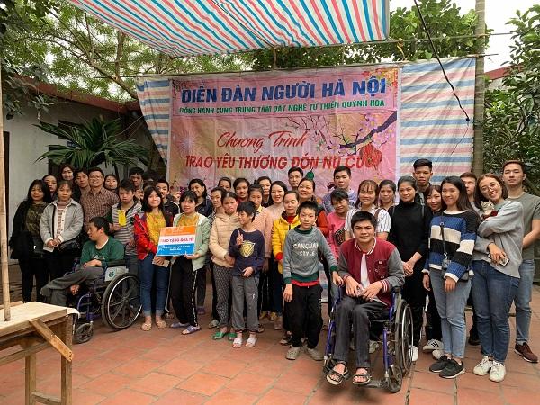 BestPrice Travel gửi quà Tết động viên trung tâm dạy nghề từ thiện Quỳnh Hoa
