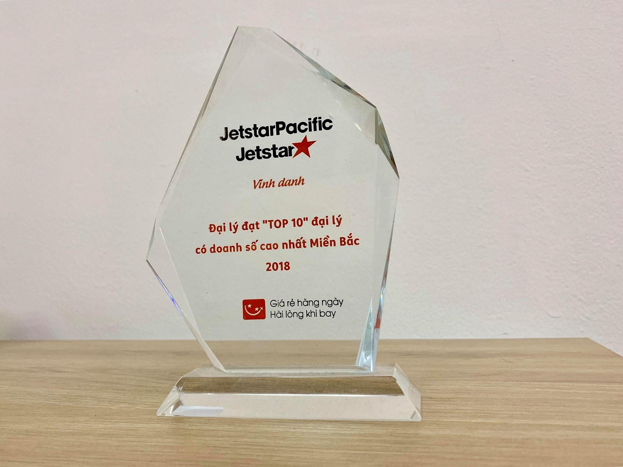Jetstar trao tặng cúp Top 10 đại lý có doanh số cao nhất cho BestPrice