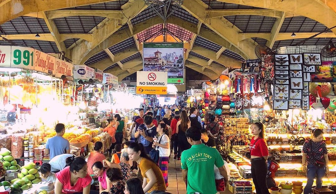Các hoạt động mua sắm tại chợ Bến Thành