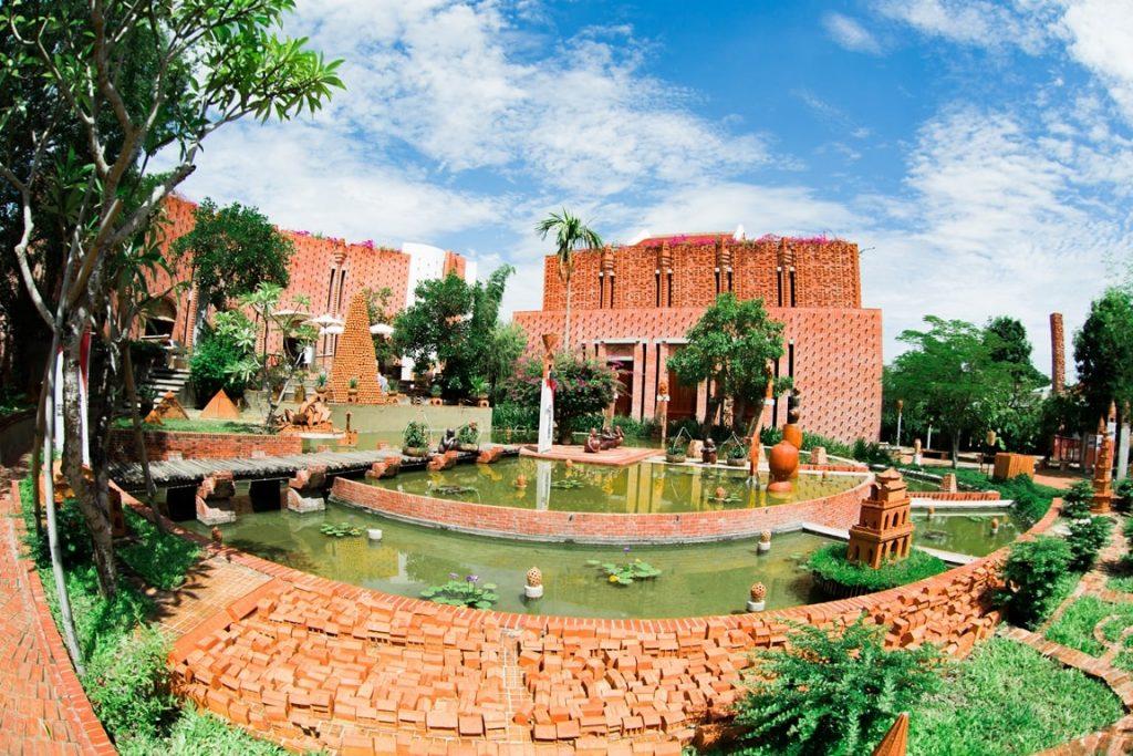 Công viên gốm Thanh Hà