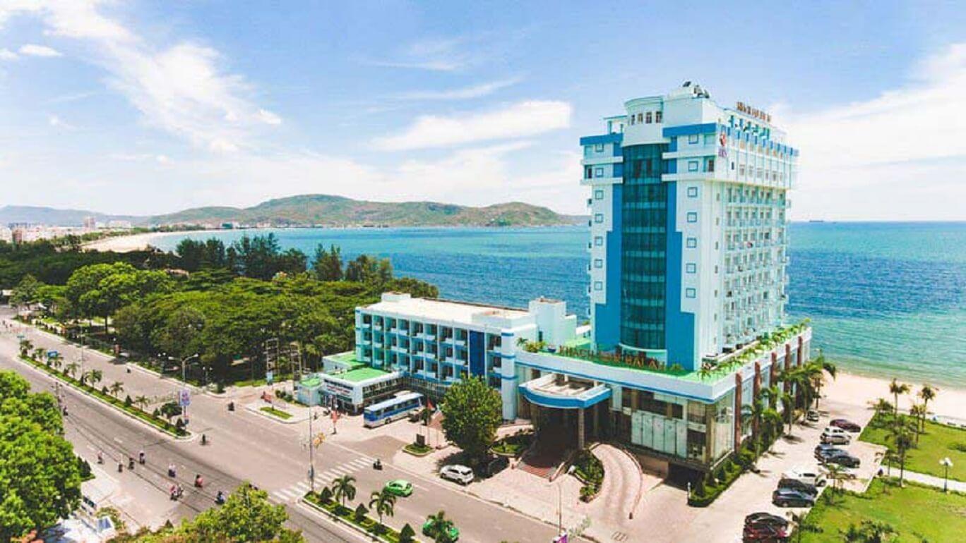 Khách sạn Seagull Quy Nhơn nằm bên bờ biển tuyệt đẹp