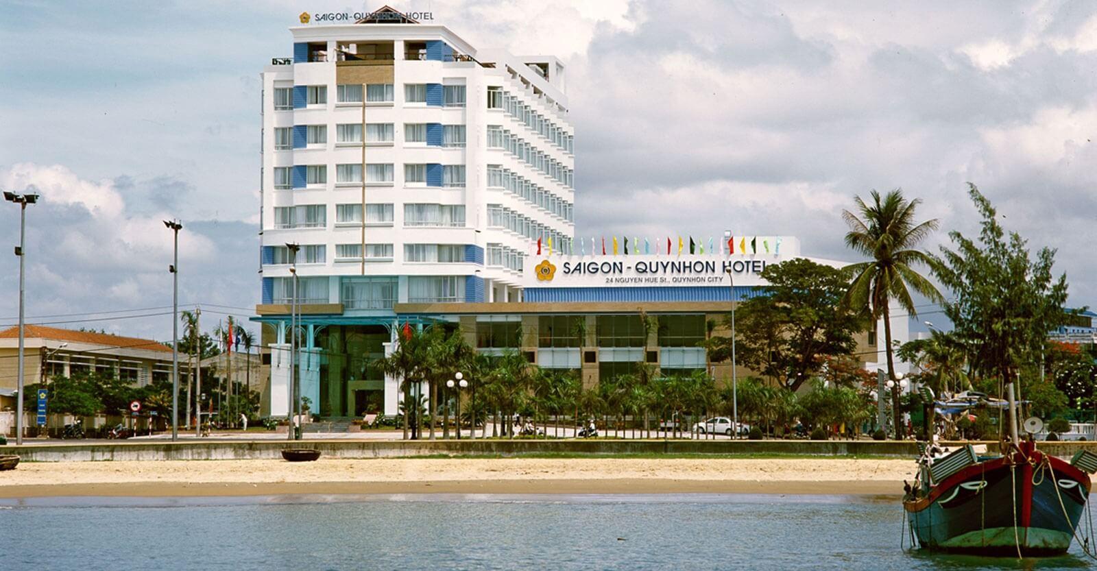Khách sạn Sài Gòn Quy Nhơn tọa lạc tại vị trí đắc địa trung tâm thành phố Quy Nhơn