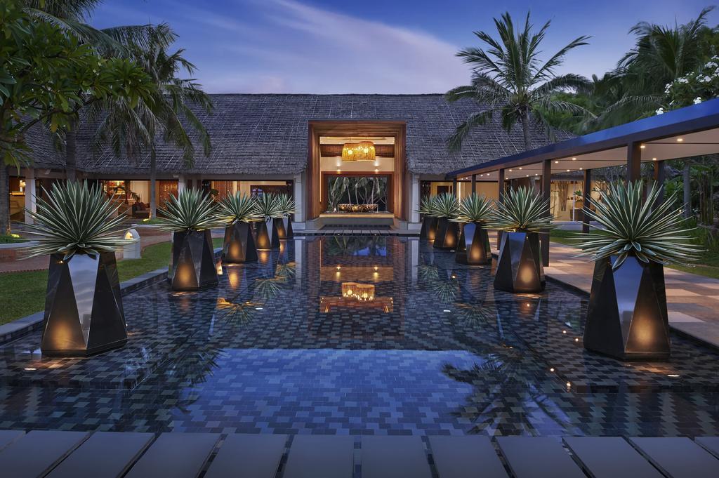 Check-in tại không gian mở của khách sạn Avani Quy Nhơn Resort & Spa