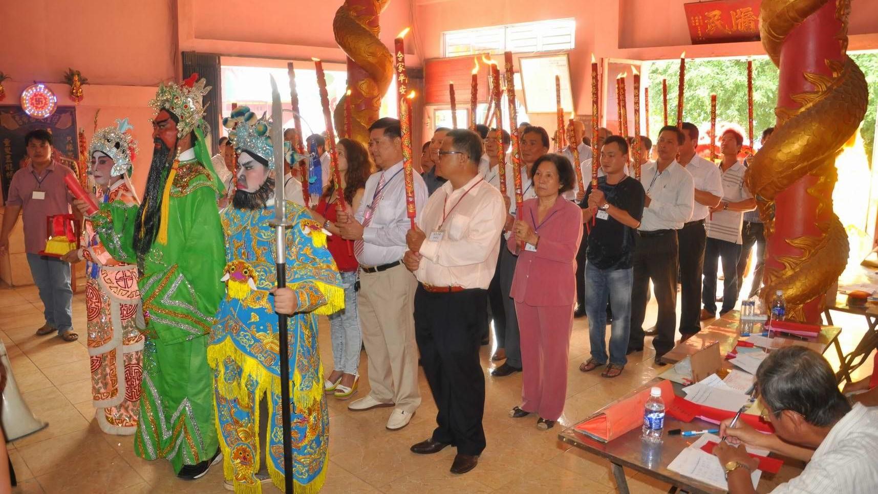 Nghi thức tại hội miếu Ông Địa - một trong các lễ hội ở thành phố Hồ Chí Minh