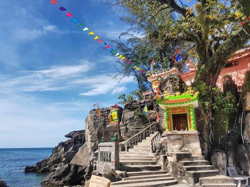 Dinh Cậu - một trong những điểm đến nổi tiếng nhất Phú Quốc