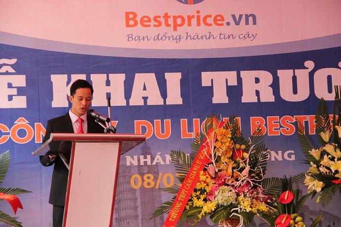 Ông Khúc Tân Dũng- Tổng Giám Đốc Công ty Du Lịch BestPrice lên đọc bài phát biểu