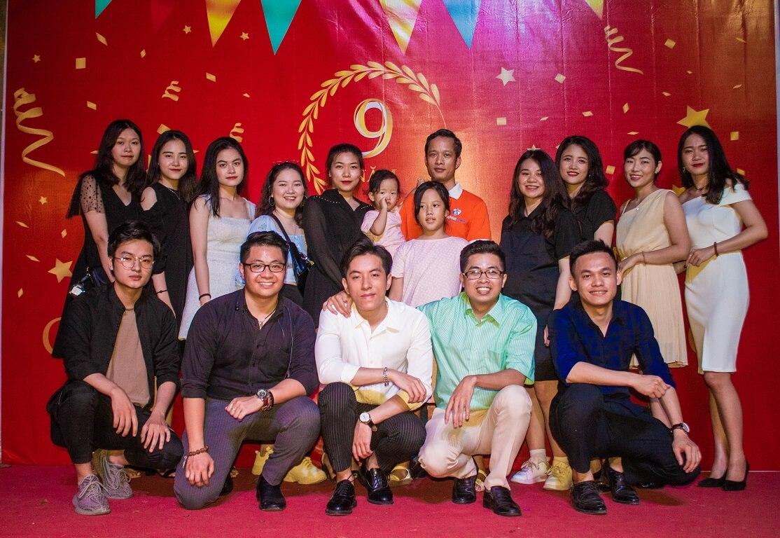 Hình ảnh bộ phận marketing chi nhánh Hà Nội trong bữa tiệc