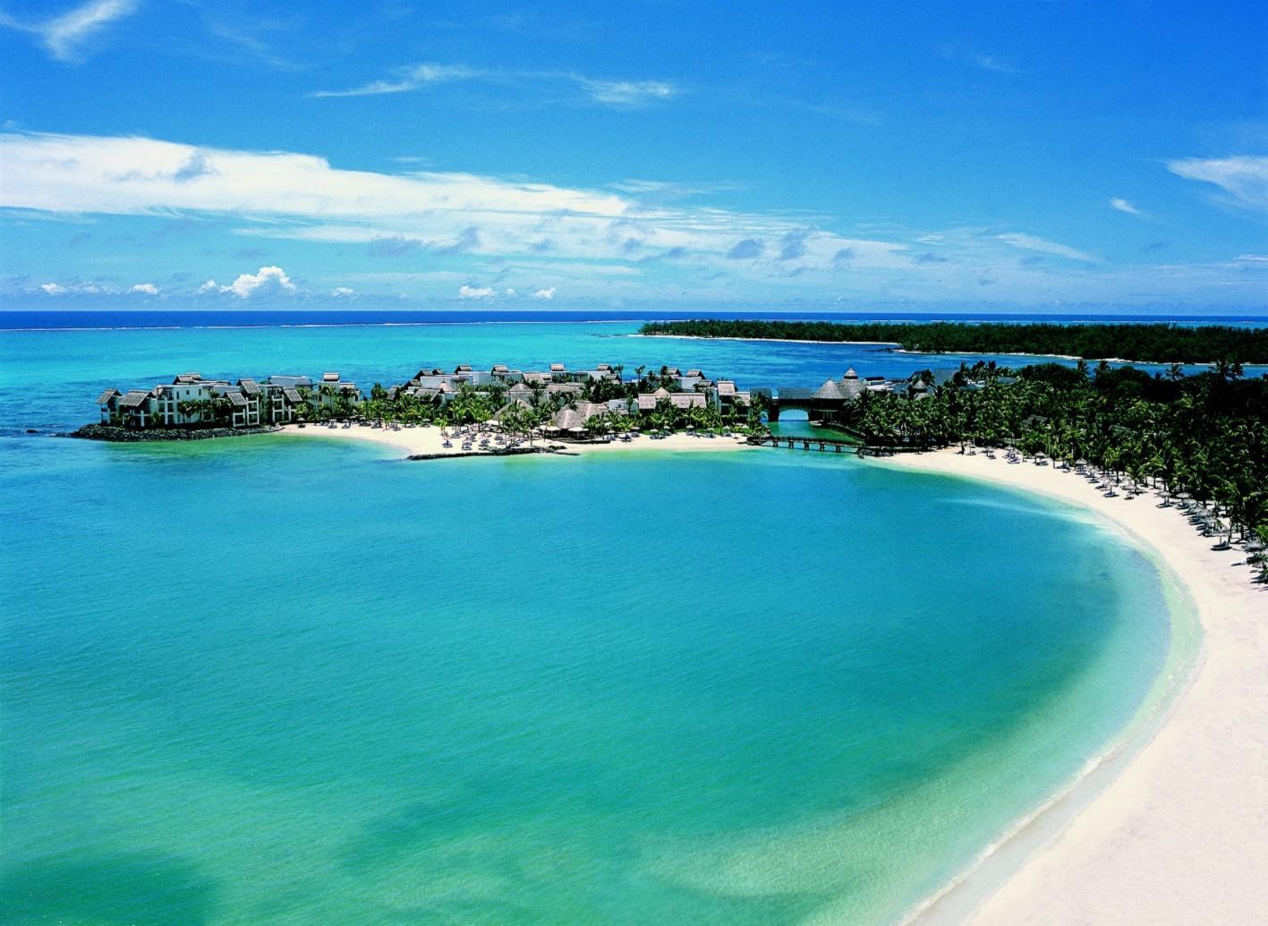 Bãi cát dài trắng thơ mộng của Bali