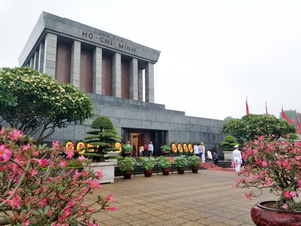 Ghé thăm Lăng Bác và quảng trường Ba Đình Hà Nội