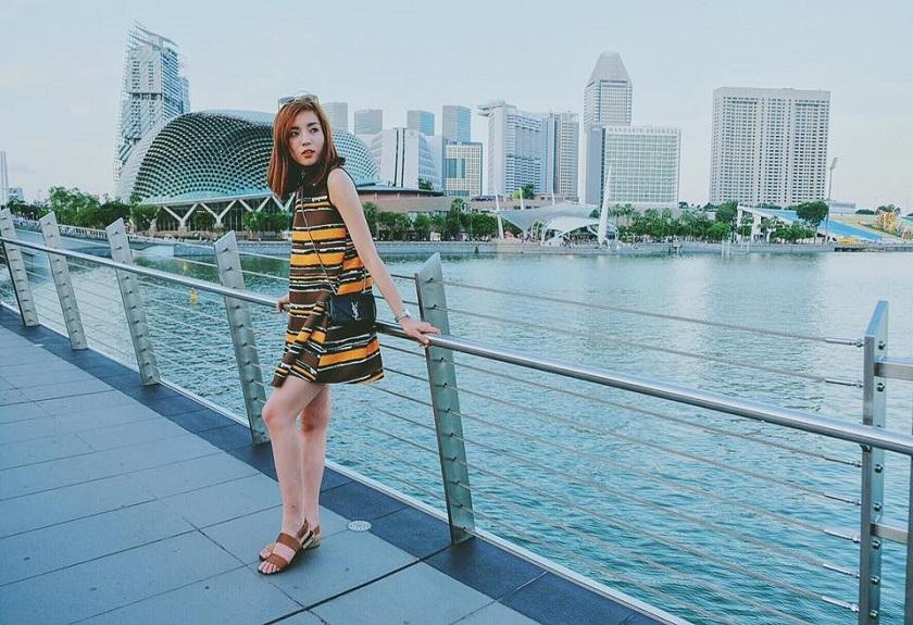 Trang phục du lịch Singapore đơn giản, nhẹ nhàng
