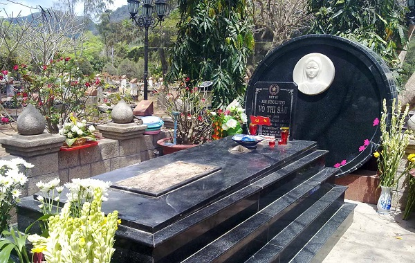 Mộ chị Võ Thị Sáu tại nghĩa trang Hàng Dương