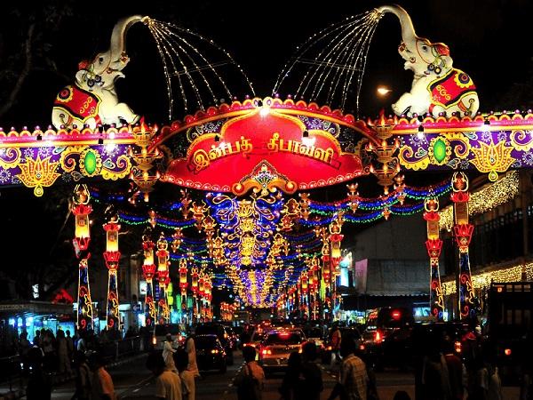 Lễ hội ánh sáng Deepavali diễn ra vào tháng 10