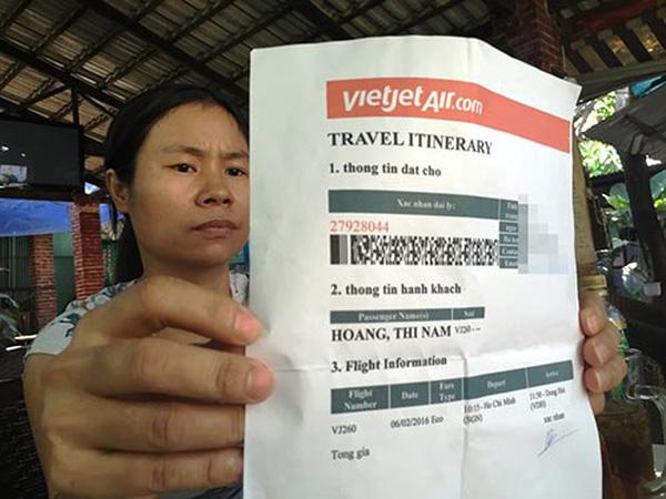 chị Chị Đặng Thị Đông mất 23,5 triệu đồng vì bị mua phải vé máy bay giả (Nguồn: vnexpress.net, 2016)