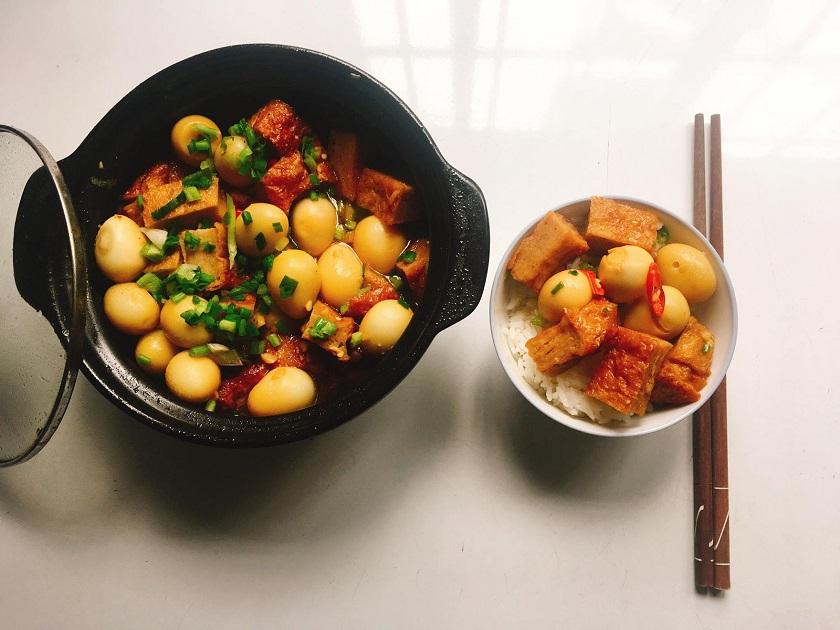 Chả cá kho trứng cút - Món ăn từ chả cá Nha Trang phù hợp với bữa cơm gia đình
