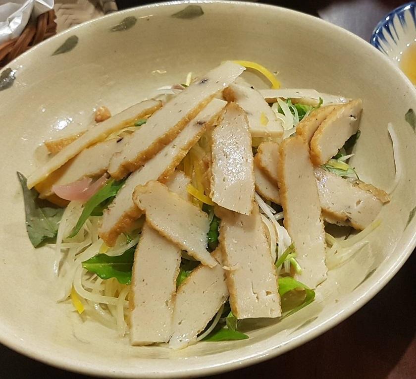 Gỏi chả cá ngũ vị - Món ăn từ chả cá Nha Trang được nhiều người yêu thích