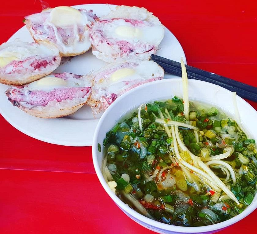Bánh căn mực - Đặc sản Nha Trang phải ăn