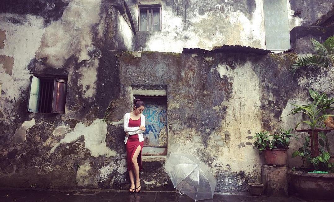 Check in tại bức tường rêu phong trên đường Hoàng Văn Thụ