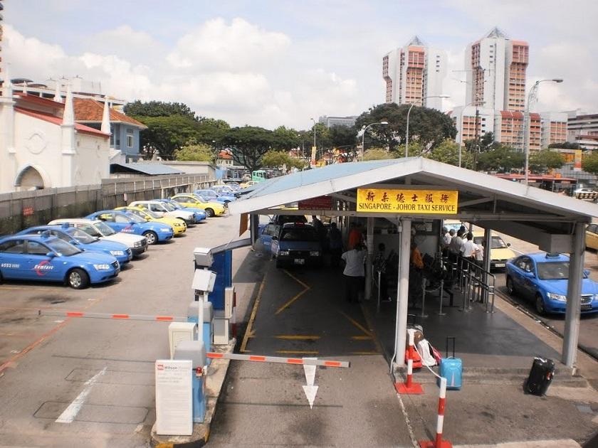 Một bãi đỗ taxi tại Johor Bahru