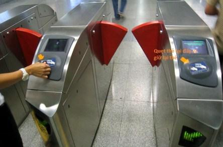 Cửa kiểm soát tàu điện ngầm MRT