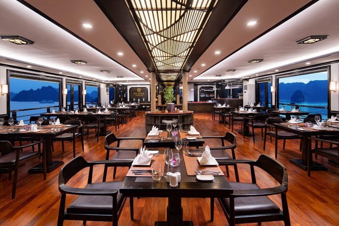 Nhà hàng được thiết kế theo lối kiến trúc tân cổ điển