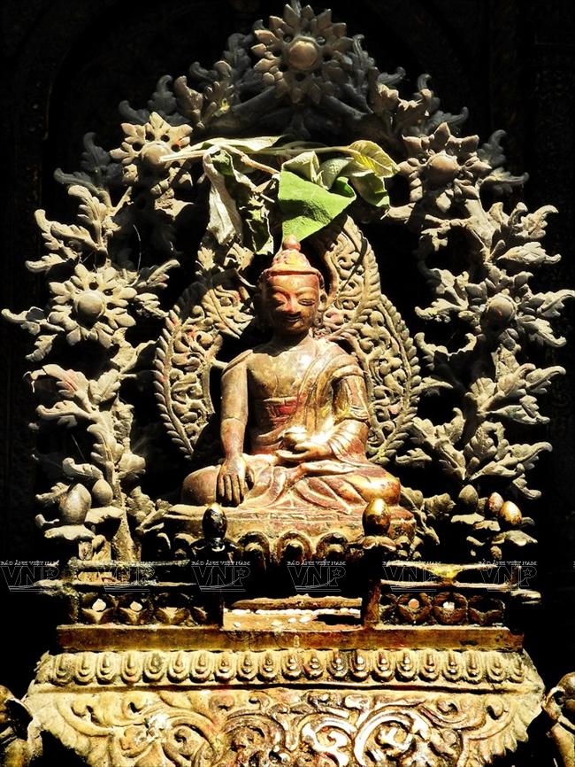 Bức tượng tinh xảo của Đức Phật