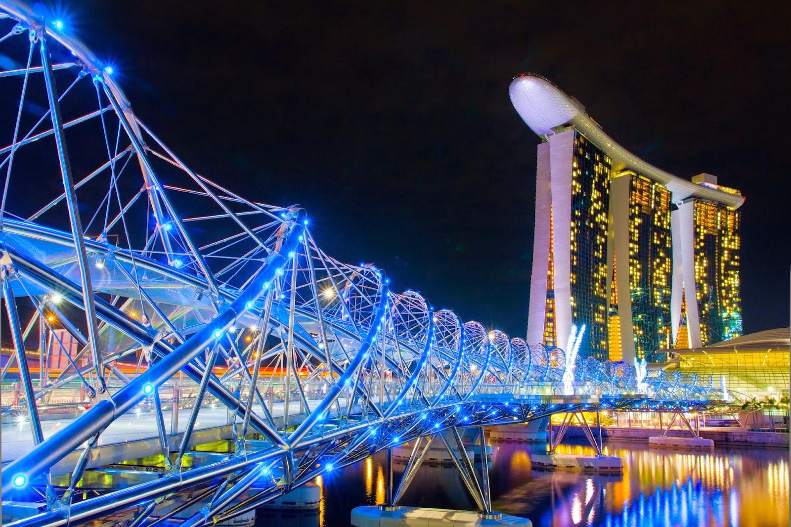 Cầu Helix Bridge - một công trình kiến trúc nghệ thuật đặc sắc nằm trên vịnh Marina Bay Sands