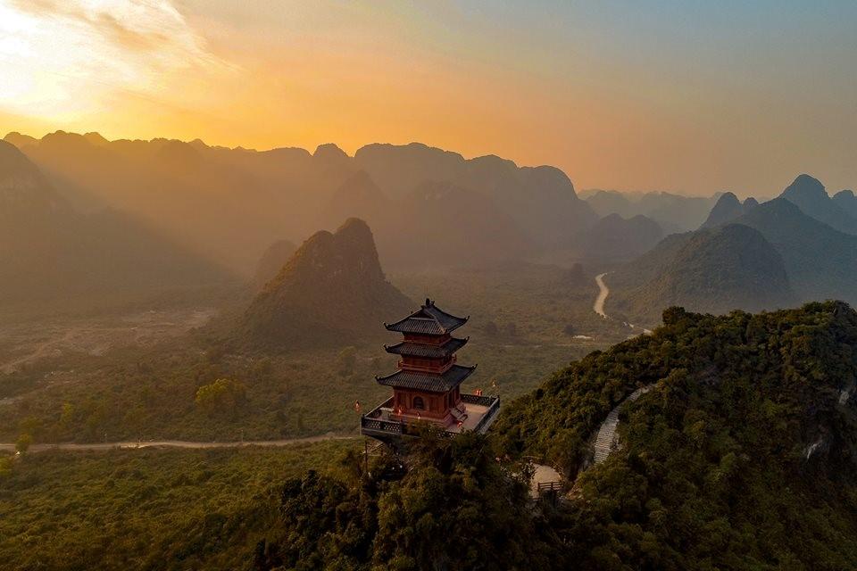 Khu du lịch sinh thái Tam Chúc với ngôi chùa lớn nhất thế giới