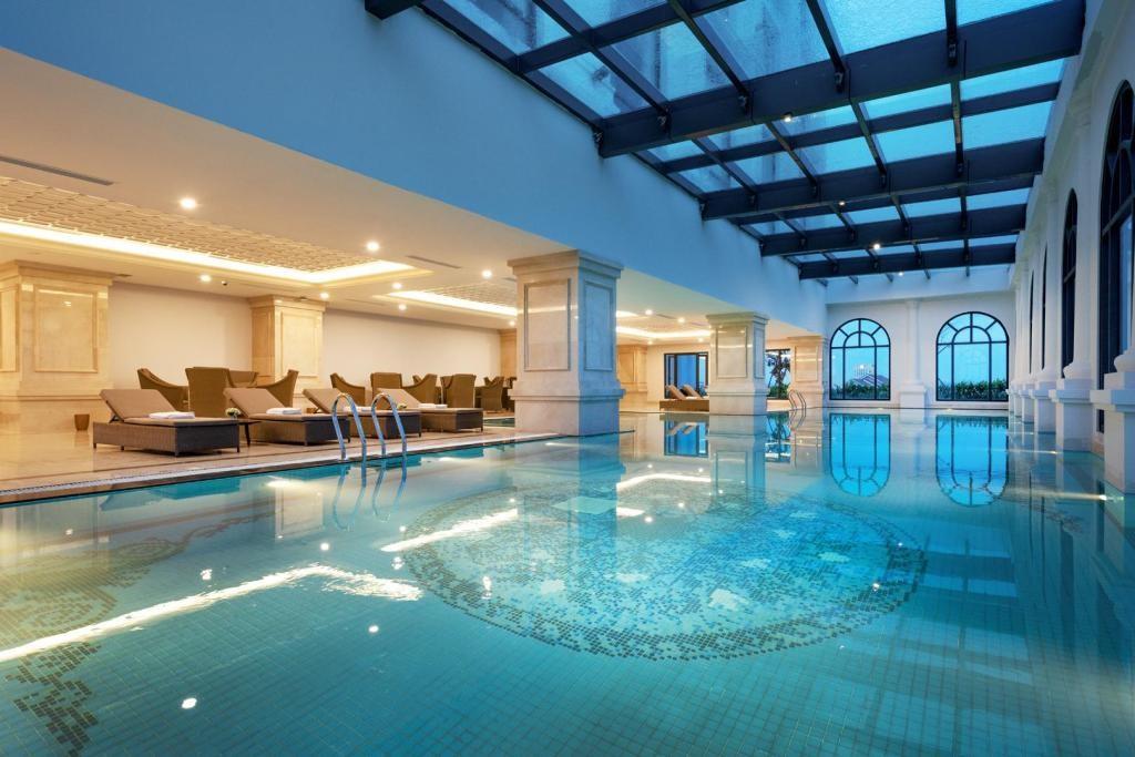 Bể bơi siêu rộng tại khách sạn