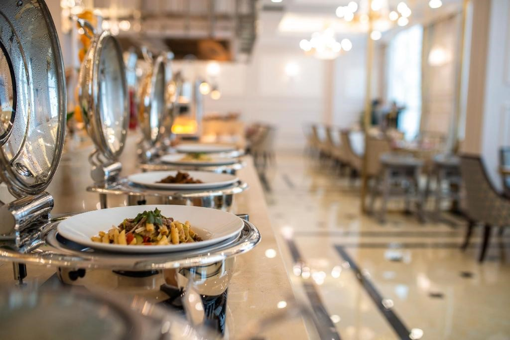 Menu phong phú tại nhà hàng Nhật Lệ - khách sạn Vinpearl Quảng Bình
