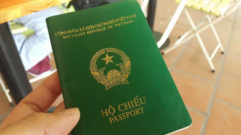 Hộ chiếu là một trong những giấy tờ quan trọng để du lịch Thái Lan