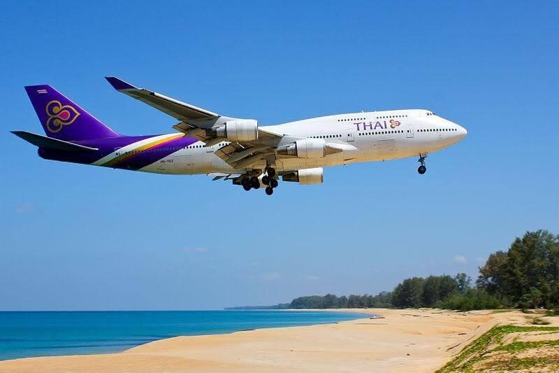 Bạn có thể lựa chọn bay thẳng hoặc bay nối chuyến tới Phuket